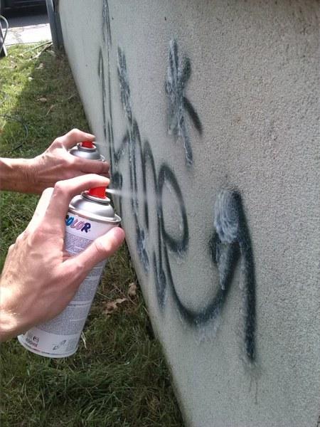 Odstránenie graffiti z plochy ošetrenej antigraffiti Košice