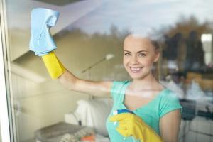Umývanie výloh, odstraňovanie fólií a polepov