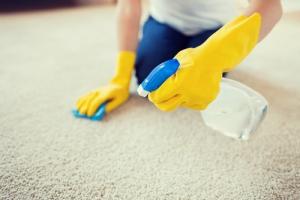 ako vyčistiť koberec s dlhým vlasom
